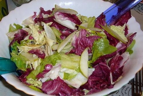 Салат с грушей и моцареллой
