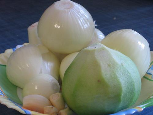 Рецепт салат с красной рыбой и кедровыми орешками