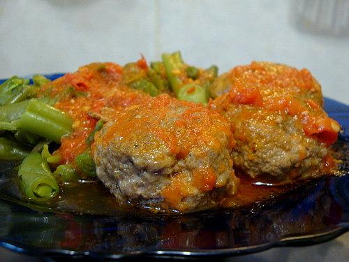 Фрикадельки в соусе из томатов