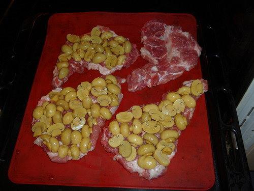 Свинина, запечённая с грибами и сыром
