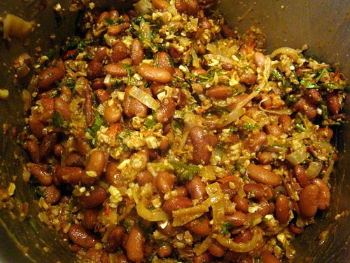 Фасоль с орехами и зеленью